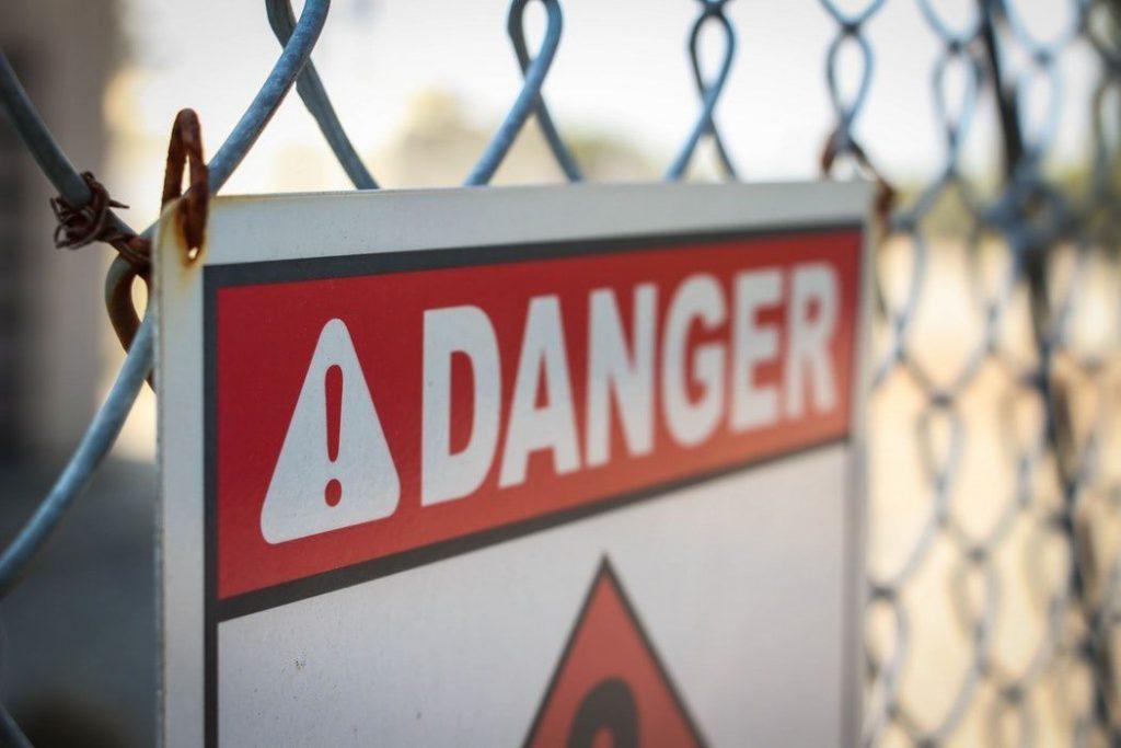 危険を示す看板