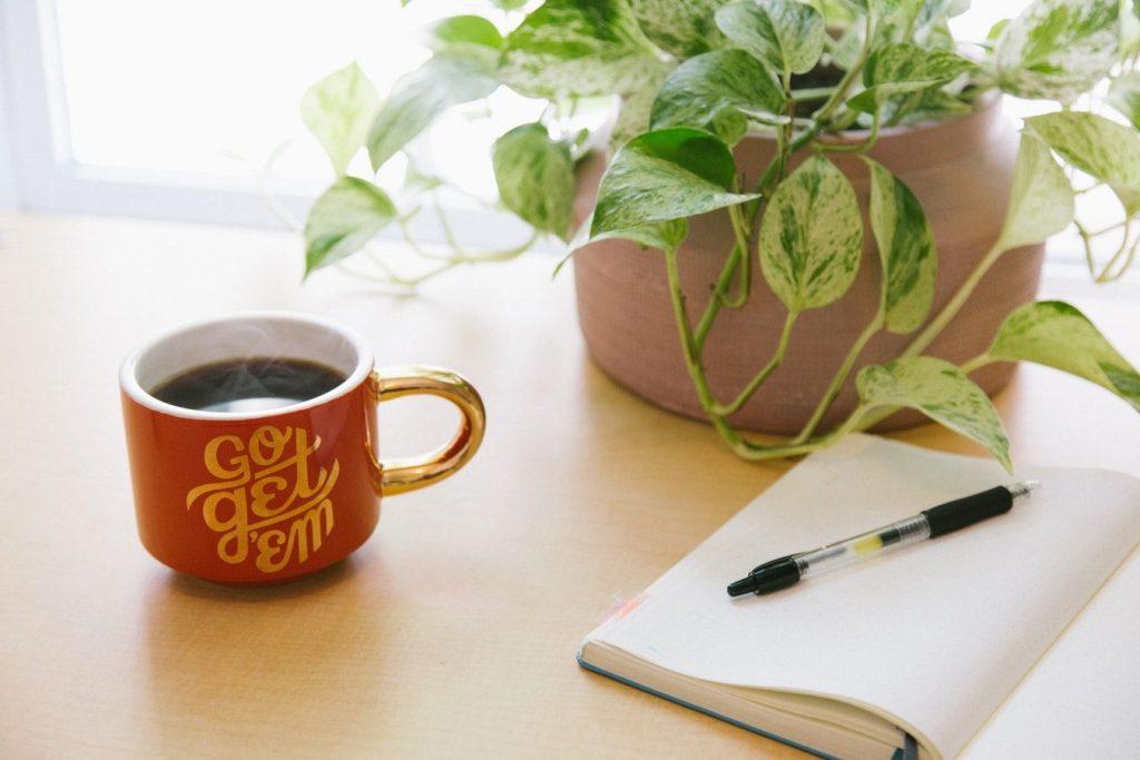 コーヒーとメモ帳